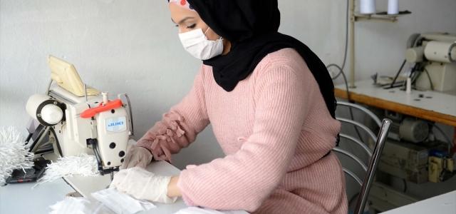 Afgan kardeşlerden vatandaşlara ücretsiz maske