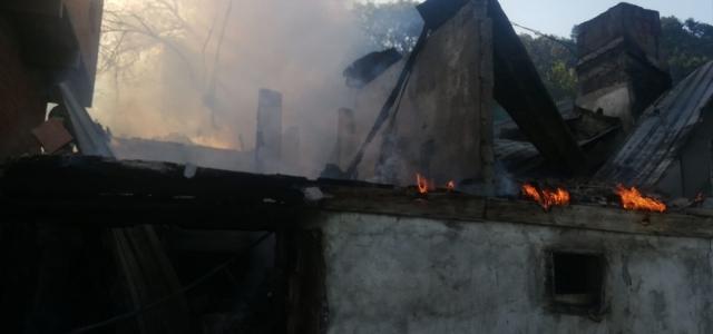 Ahşap evde çıkan yangına belediye başkanı da müdahale etti
