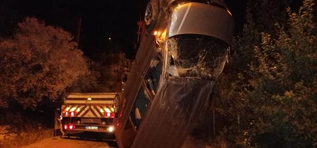 Amasya'da hafif ticari araç devrildi: 3 yaralı