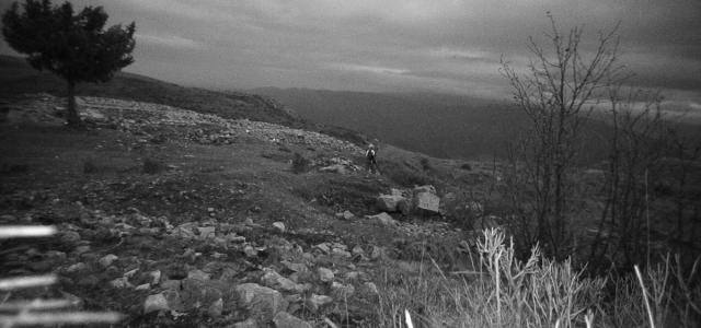 Amasya'da izinsiz kazı yaptıkları fotokapanla belirlenen 3 şüpheli suçüstü yakalandı