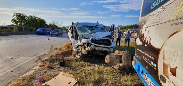 Amasya'da özel halk otobüsü ile kamyonet çarpıştı: 5 yaralı