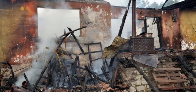 Amasya'daki yangında 5 kişilik ailenin evi kül oldu