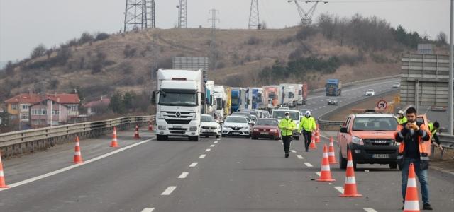 Anadolu Otoyolu'ndaki zincirleme trafik kazası ulaşımı aksattı