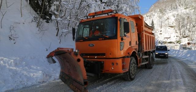 Artvin Valisi Yılmaz Doruk, karla mücadele çalışmalarını yerinde inceledi
