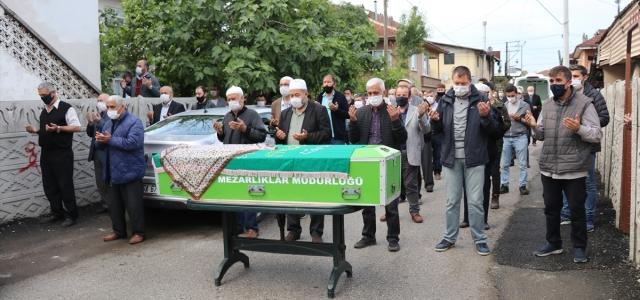 Atatürk'e ayran ikram eden yaşlı kadın Düzce'de son yolculuğa uğurlandı