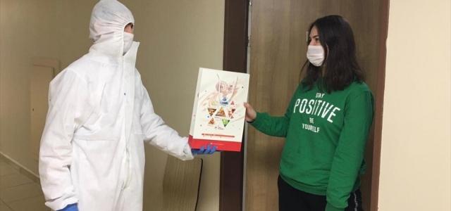 Bakan Kasapoğlu'ndan karantinadaki öğrencilere kitap