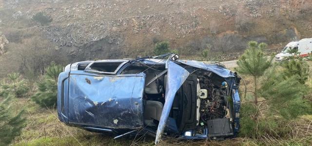 Balıkesir'de şarampole devrilen aracın sürücüsü yaşamını yitirdi