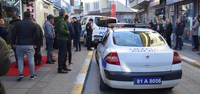 Bankayı soymaya çalışan bıçaklı şüpheliyi güvenlik görevlisi yakaladı