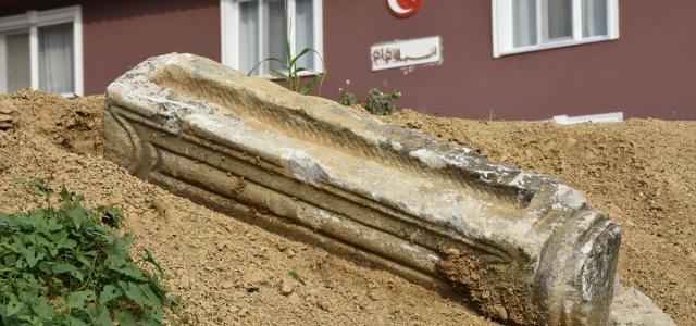 Bartın'da elektrik hattı için yapılan kazıda tarihi sütun bulundu