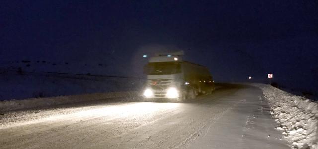 Bayburt'ta kar ve tipi ulaşımda aksamalara yol açıyor
