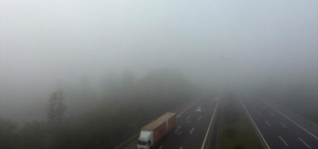 Bolu ve Düzce'de yoğun sis trafiği olumsuz etkiliyor