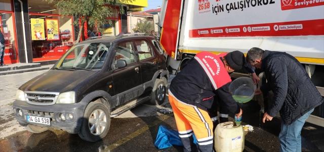 Bolu'da çöp kamyonuyla çarpışan otomobildeki 3 kişi yaralandı