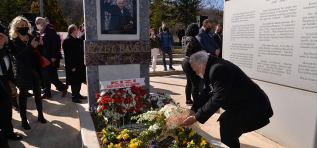 Bolu'da hayırsever İzzet Baysal mezarı başında anıldı