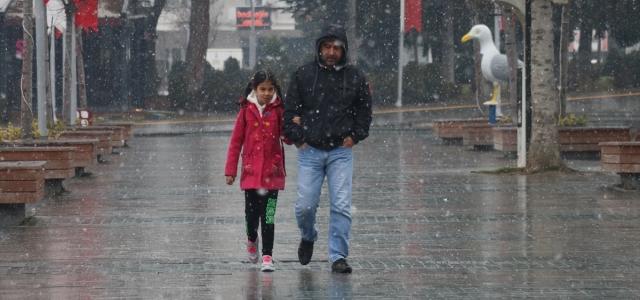 Bolu'da kar başladı