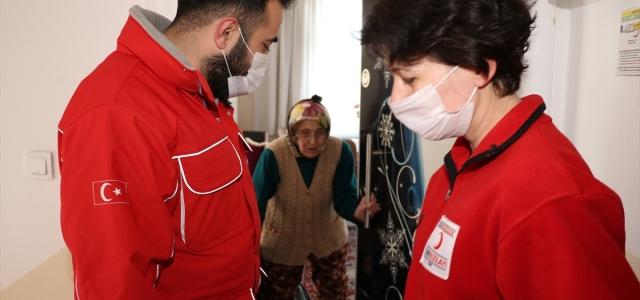 """Bolu'da """"Vefa Sosyal Destek Grubu"""" yaşlıların ve hastaların yardımına koşuyor"""