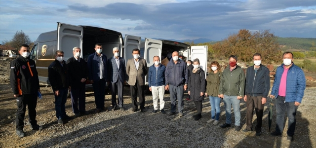 Bolu'da yangın çıkan köydeki vatandaşlara yardım malzemeleri teslim edildi