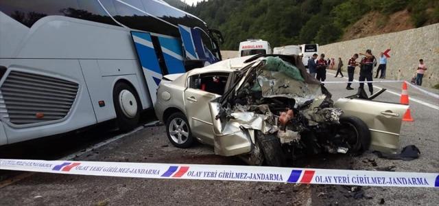 Bolu'da yolcu otobüsüyle otomobil çarpıştı: 1 ölü, 8 yaralı