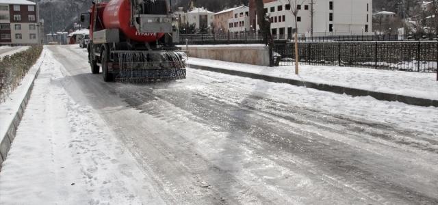 """Bozkurt ilçesinde buzlanmaya karşı """"deniz suyu"""" kullanılıyor"""