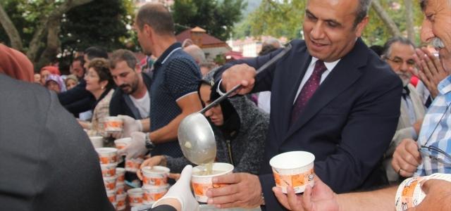 Bozkurt'ta vatandaşlara aşure ikramı