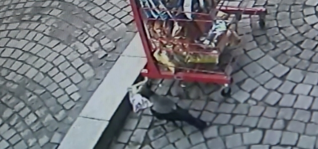 """""""Cips hırsızı kargalar"""" kameraya yakalandı"""