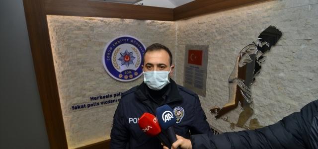 Çorum'da 85 yaşındaki hastayı sırtında 5 kat taşıyan polis memurunun davranışı takdir topladı