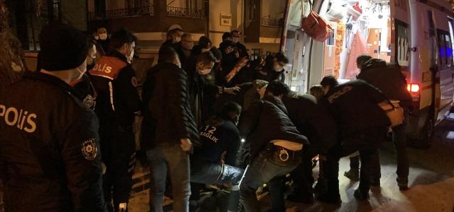 Çorum'da eşinden şiddet gören kadın polislerce evde hareketsiz bulunarak hastaneye kaldırıldı