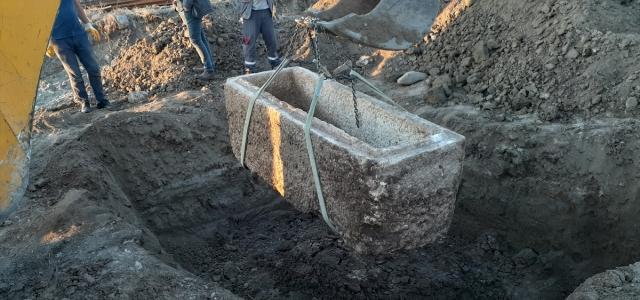 Çorum'da yol yapım çalışması sırasında 2 bin yıllık lahit bulundu