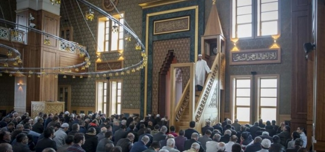 Cuma Hutbesi: Beden Mahremiyeti ve Tesettür