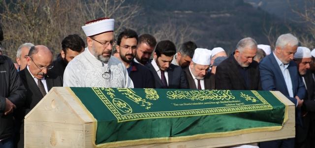 Diyanet İşleri Başkanı Erbaş, Kastamonu'da bir yakınının cenaze namazını kıldırdı