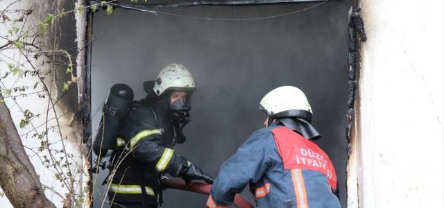 Düzce'de çıkan yangında 2 katlı evde hasar oluştu