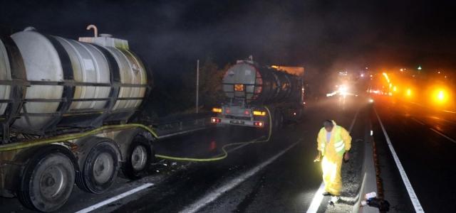 Düzce'de hidroklorik asit yüklü tanker kaza yaptı yol kapatıldı