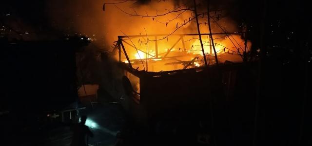 Düzce'de tek katlı evde çıkan yangın söndürüldü