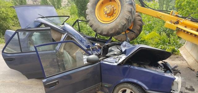 Giresun'da iş makinesi ile otomobil çarpıştı: 1 ölü