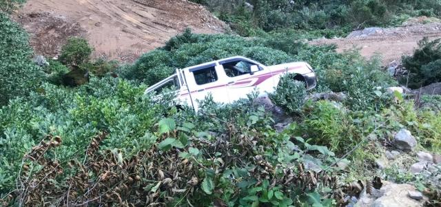 Giresun'da kamyonet şarampole devrildi: 2 yaralı
