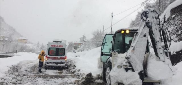 Giresun'da kar nedeniyle mahsur kalan hastalar kurtarıldı