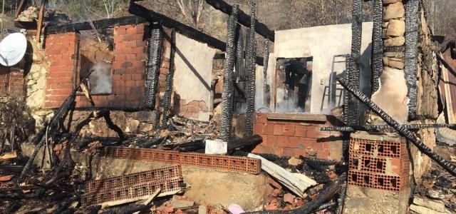 Göynük'te ev yangını