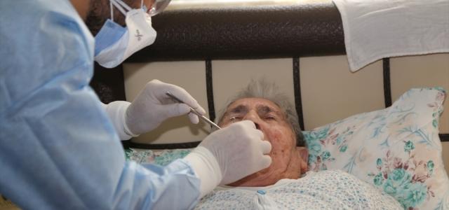 Hastaneye gidemeyecek durumdaki hastaların ağız ve diş bakımı evde yapılıyor
