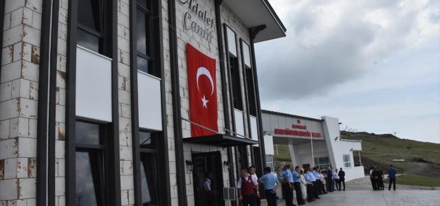 Hayırsever iş insanının cezaevine yaptırdığı cami hizmete açıldı