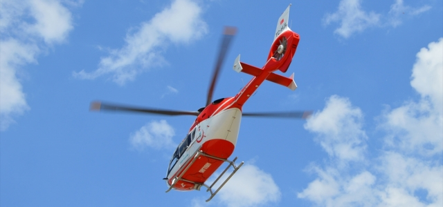 Kalp krizi geçiren kişi ambulans helikopterle hastaneye kaldırıldı