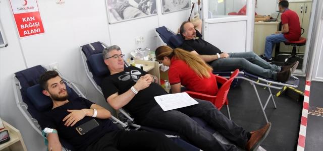 Kan bağışına dikkati çekmek için konvoy düzenlendi
