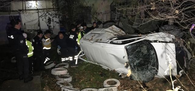 Karabük'te bir evin bahçesine düşen kamyonetteki iki kişi yaralandı
