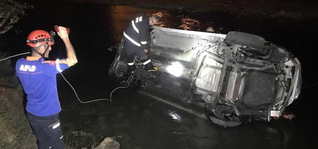Karabük'te çaya düşen araçtaki çift kurtarıldı