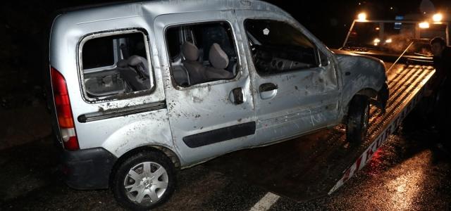 Karabük'te hafif ticari araç şarampole devrildi: 2 yaralı