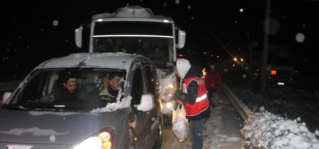 Karabük'te yoğun kar yağışı ulaşımı aksattı