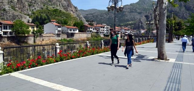 Karadeniz'de 15-20 yaş grubu uzun bir aradan sonra sokağa çıktı