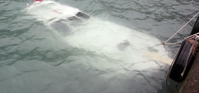 Kastamonu'da fırtına balıkçı barınağındaki tekneyi batırdı