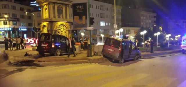Kastamonu'da iki hafif ticari araç çarpıştı: 10 yaralı