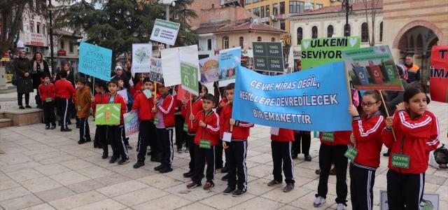 Kastamonu'da ilkokul öğrencilerinden büyüklerine çöp uyarısı