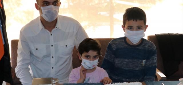 """Kastamonu'da lösemiyi yenen hastalara """"maske çıkarma partisi"""" düzenlendi"""