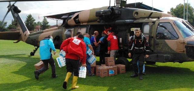 Kızılay Düzce'deki sel bölgesine helikopterle yardım ulaştırdı